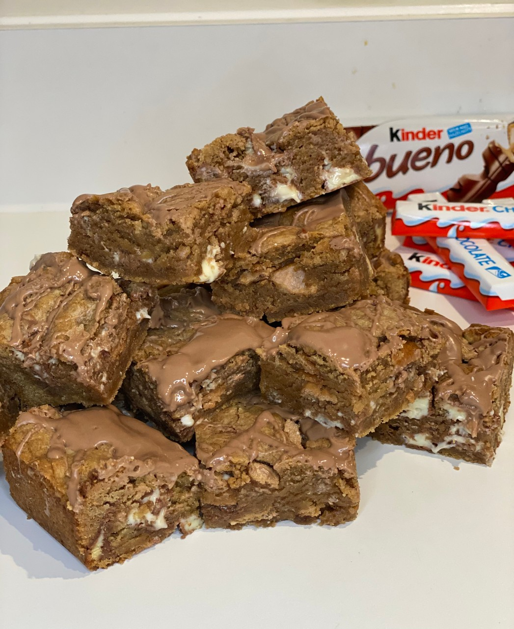 Kinder Bueno Cookie Bars