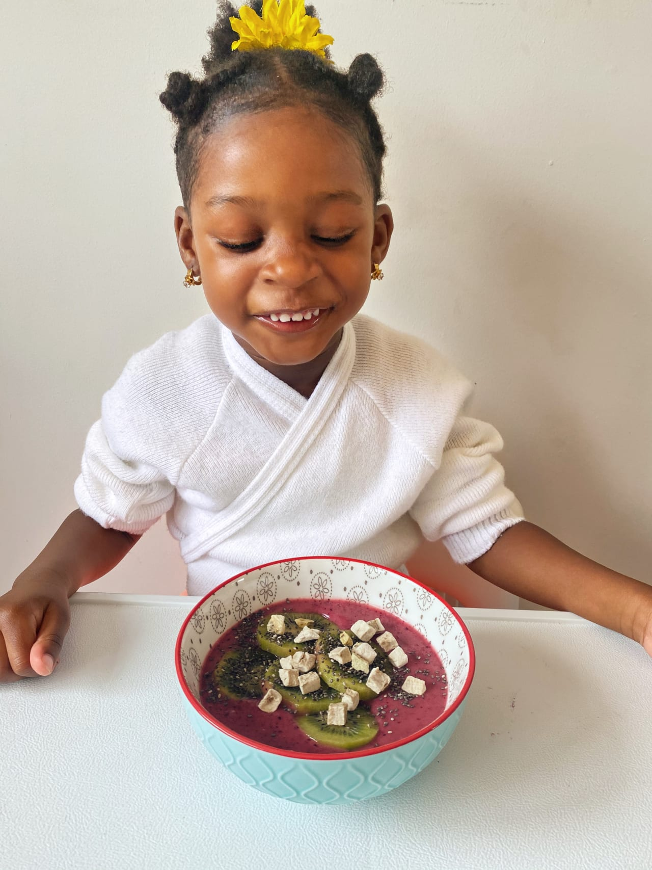 Little Chef Izzy Makes a Smoothie Bowl